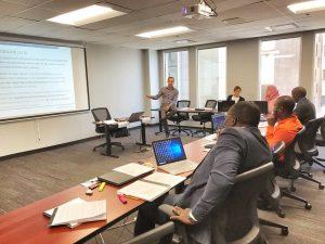 Photo de classe pendant la formation sur la Préparation à l'accréditation MPDI - Manager de projet de développement international
