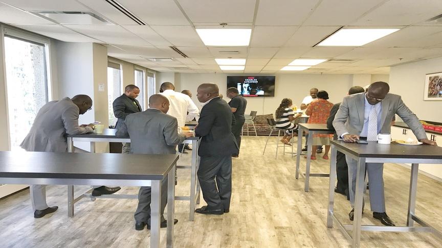 Pause café pendant la formation sur le financement de projets en mode partenariat public-privé (PPP)