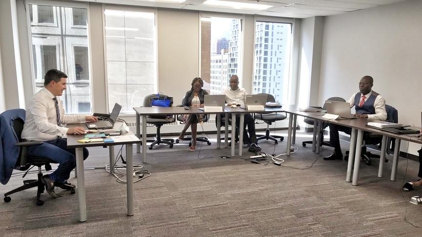 Photo en classe pendant la formation sur le financement de projets en mode partenariat public-privé (PPP)