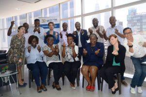 Photo de groupe pendant la formation en contrôle et audit des marchés publics