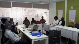 Photo de classe pendant la formation en contrôle et audit des marchés publics