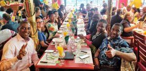 Déjeuner au restaurant pendant la formation en Leadership, rôles et responsabilités du gestionnaire