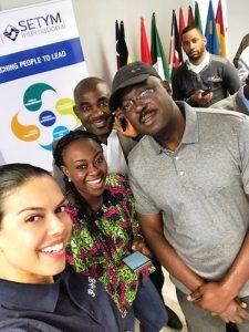 Photo de groupe pendant la formation en Leadership, rôles et responsabilités du gestionnaire