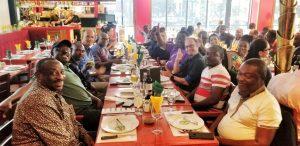 Déjeuner au restaurant pendant la formation en Gestion des projets et programmes : planification, exécution et contrôle