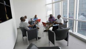 Exercice en groupe pendant la formation en Management des Partenariats Public-Privé (PPP)